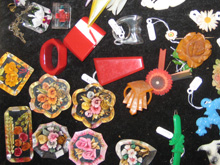 Link to vintage plastic jewellery